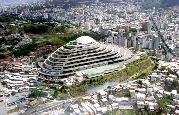 Венесуэльский долгострой: как здание, предназначавшееся для гигантского торгового центра, стало тюрьмой
