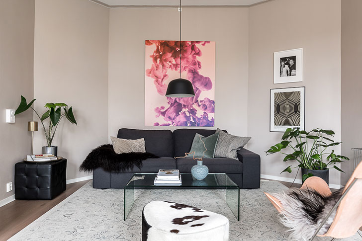 Настенный декор и живые растения: стильная двушка в Стокгольме (60 кв. м)