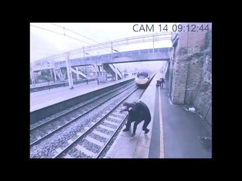Женщина в последний момент спасла мужчину, решившего покончить с собой