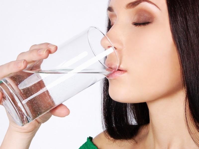 Что будет с организмом, если в течение 30 дней из жидкостей пить только воду