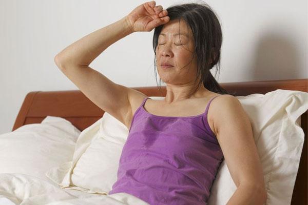 5 распространенных причин ночной потливости
