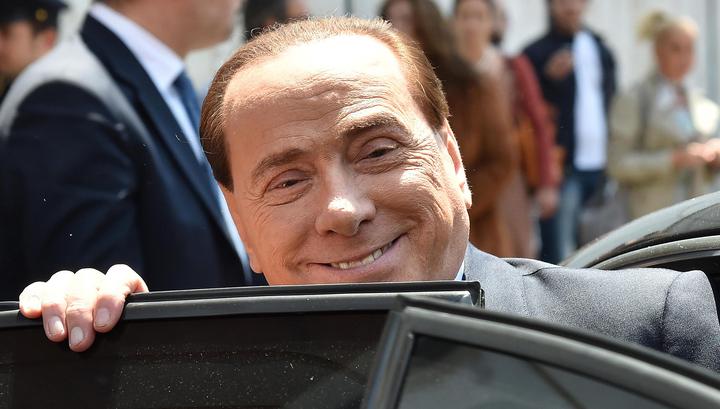 Берлускони подарил Путину на день рождения пододеяльник