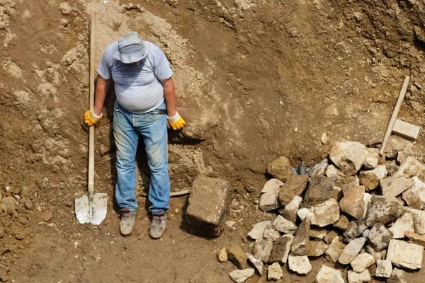 «Это не наши люди» Как украинцы едут в Европу на заработки, но получают гроши и унижение