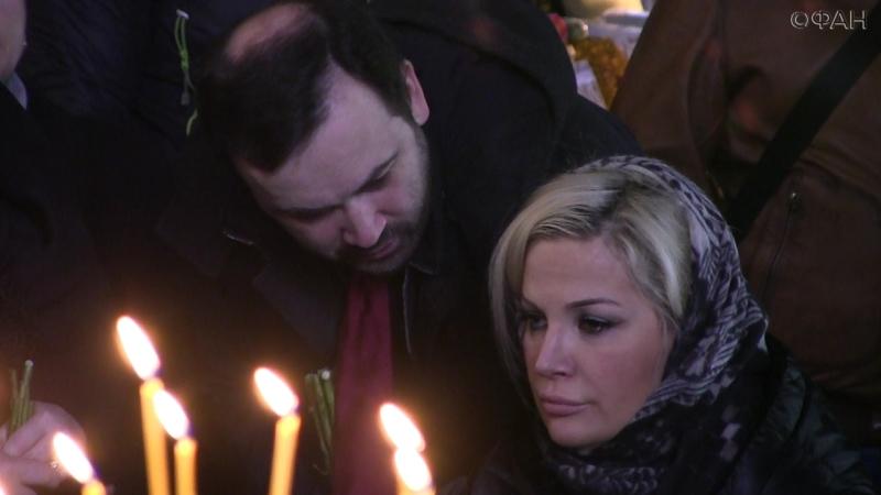 Мария Максакова на отпевании мужа в Киеве шепталась о политике с Ильей Пономаревым