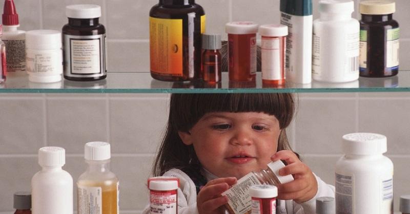 Список лекарств, которые нужно положить в аптечку, если в доме есть дети! Стоит прислушаться.