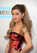 Ариана Гранде: «American Music Awards 2013» в Лос-Анджелесе