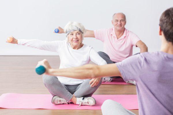 Спортзал и возраст — какие упражнения нельзя выполнять после 50 лет
