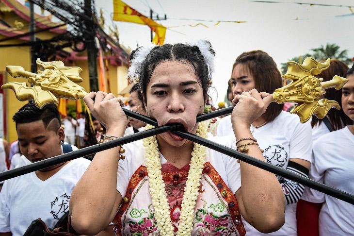 Покалечь себя нежно: Вегетарианский фестиваль 2016 в Таиланде
