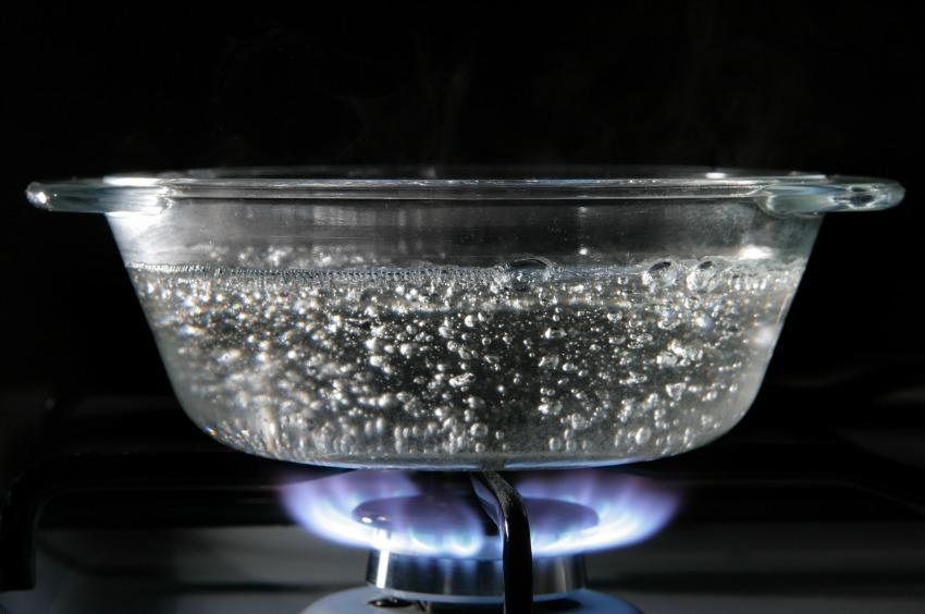 Ускоряет ли соль кипение воды и другие мифы о пузырьках