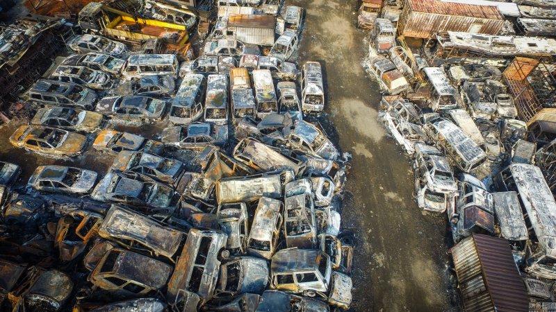 В Китае пожар уничтожил 6000 автомобилей