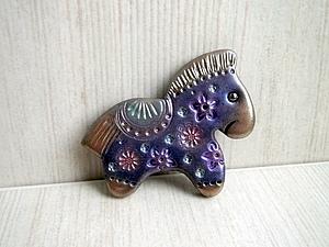 Новогодняя лошадка из полиме…