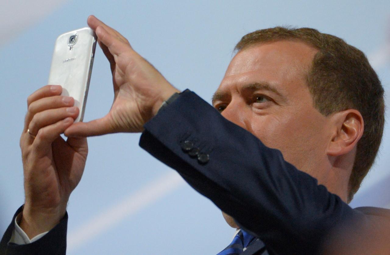 Обиженный Дмитрий Анатольевич забанил Навального в Instagram