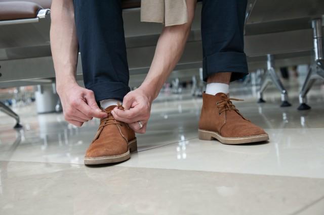 Что делать если красится обувь изнутри?