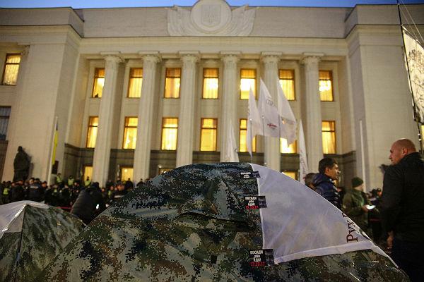 ГПУ пообещала не сносить палатки демонстрантов у здания Рады