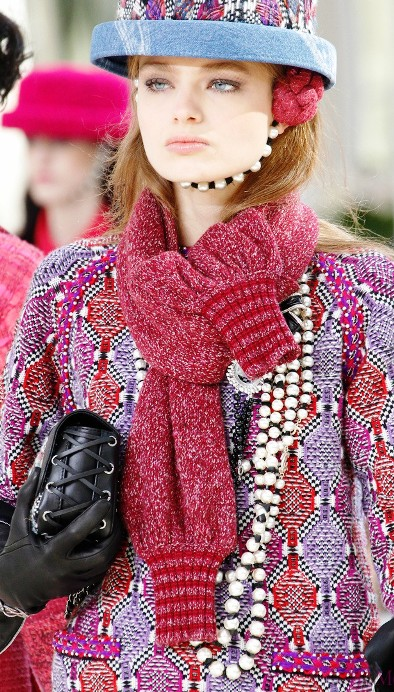 Шляпки Канотье и другие детали и аксессуары от Chanel осень-зима 2016-2017