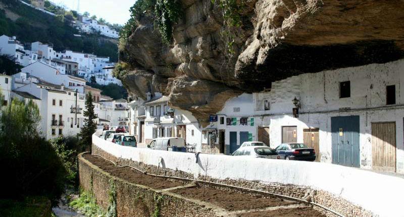 Удивительный городок в скале: Сетениль-де-лас-Бодегас