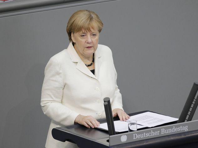 Меркель заговорила о желании снять санкции с России