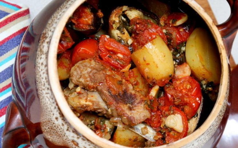 Обалденные блюда в горшочках: топ-10 рецептов