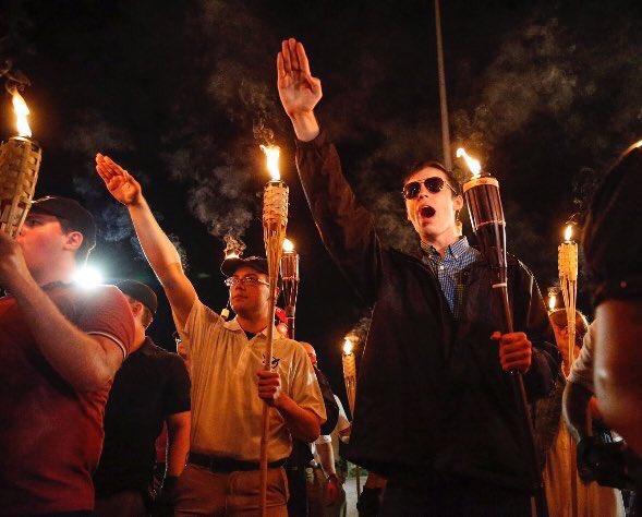 Факельное шествие в Шарлотсвилле