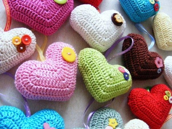 Вяжем сердечки к празднику Всех Влюблённых