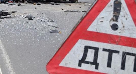 Под Саратовом при столкновении грузовика иминивена погибли семь человек