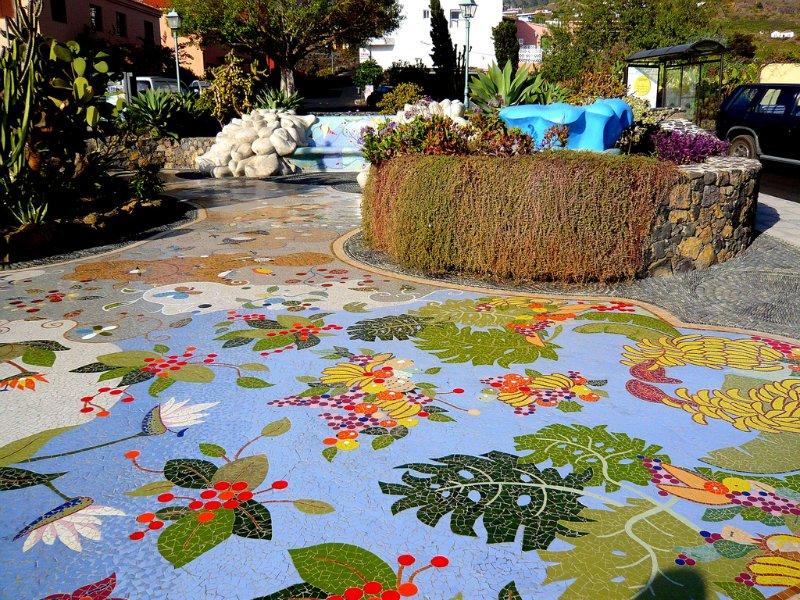 Дачная мозаика в саду своими руками 9