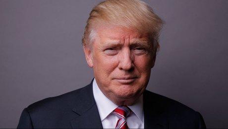 Трамп тщетно пытался вернуть солдату сорванную ветром фуражку