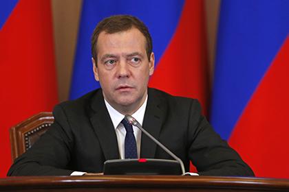 """""""Всё.Остатки предвыборного тумана рассеялись"""": Медведев обнаружил Россию и США на грани боевых действий"""