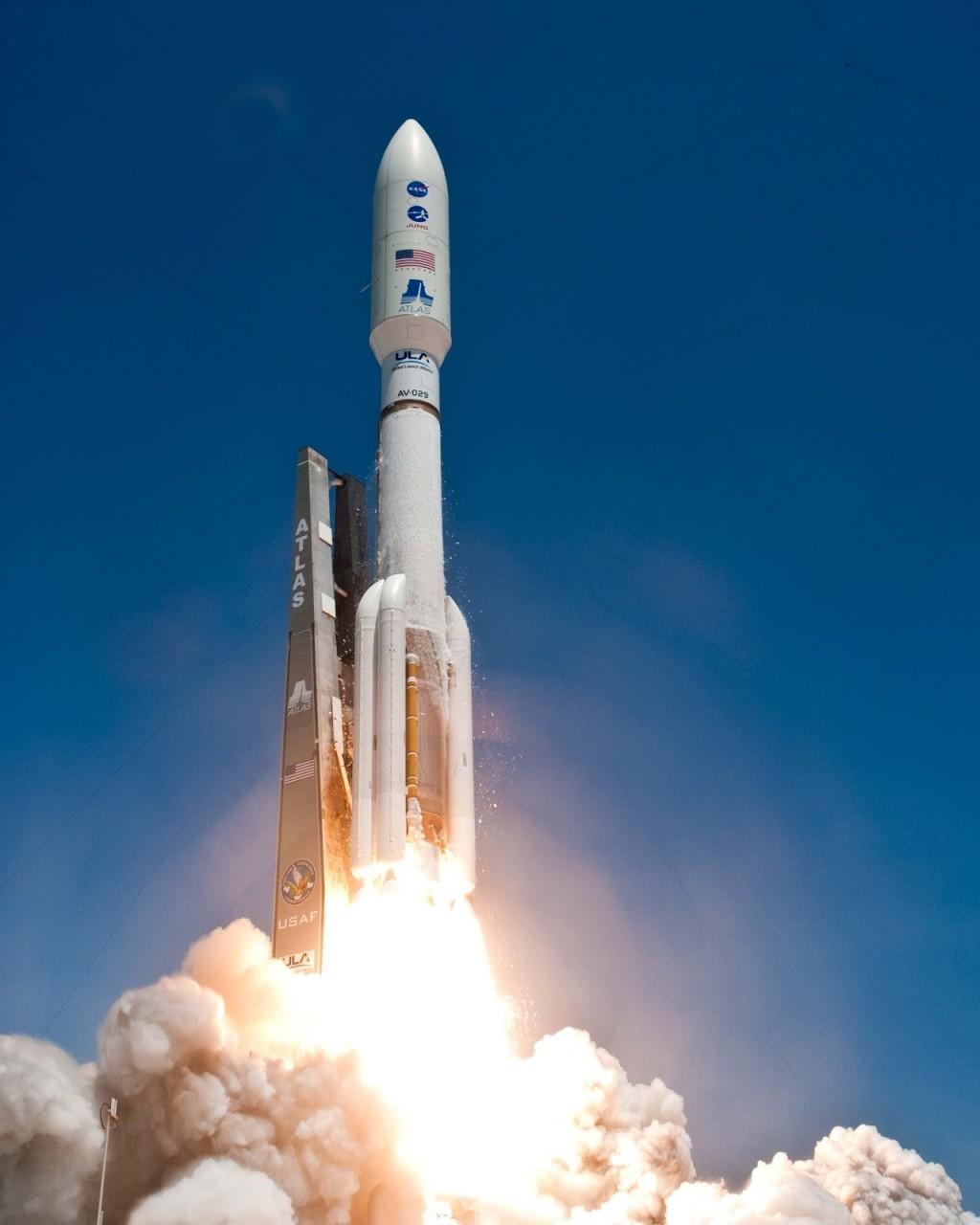 В США осуществлен запуск ракеты-носителя Atlas V с военным спутником