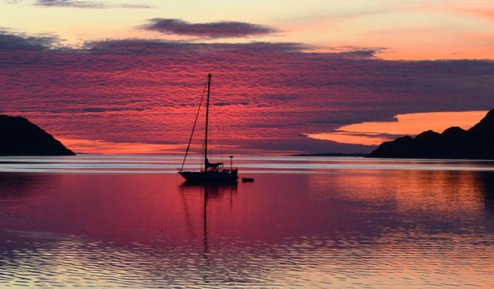 Закат на Шотландском нагорье летом.