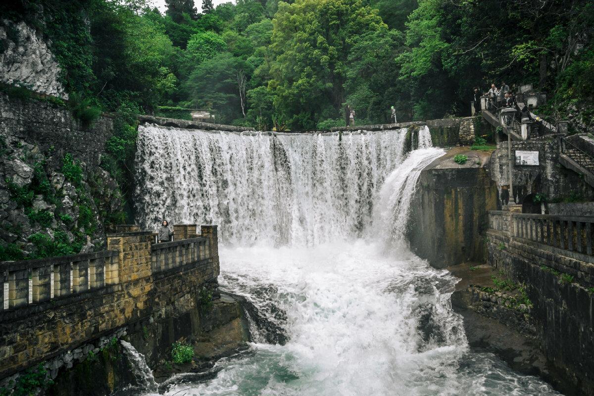 Искусственный водопад (ГЭС) в Новом Афоне