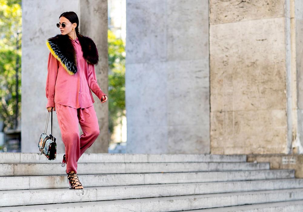 Тренд сезона: розовый костюм