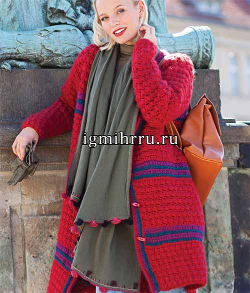 Теплое пальто с узором из пышных столбиков