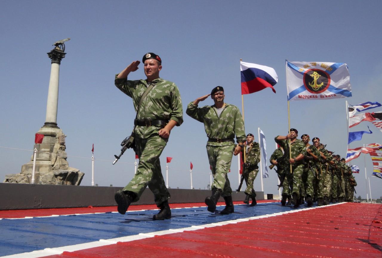 Путин поздравил севастопольцев с Днем Народной воли и Днем защитника Отечества
