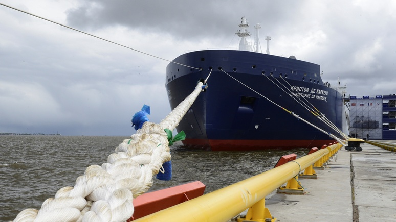 Российский танкер прорубил Северный морской путь за рекордные 6,5 дней