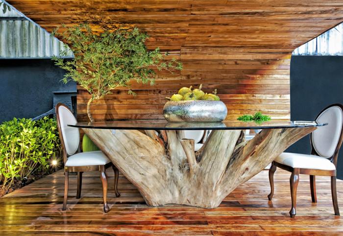 Интересный дизайн обеденного стола для открытой столовой зоны.