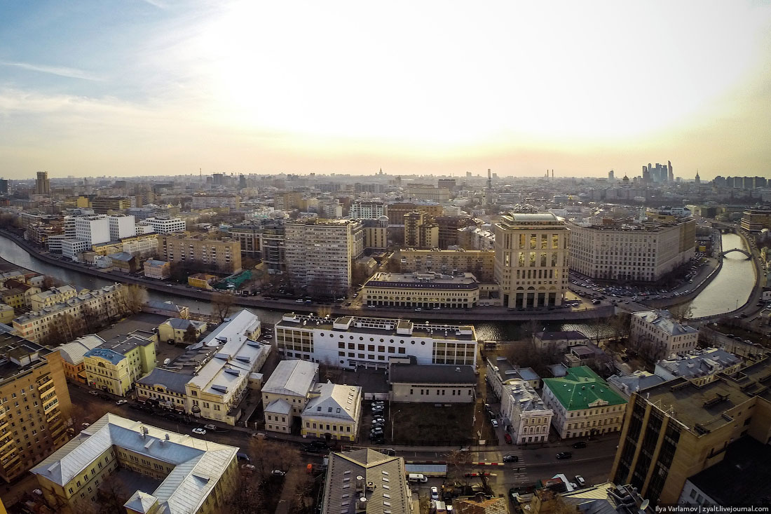 Flight above Moscow (Zamoskvorechie district)