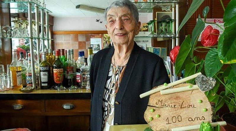 Никаких фруктов и молока: 100-летняя барменша из Франции раскрыла секреты долгой жизни Мари-Луиза Вирт, бар, барменша, в мире, возраст, истории, люди, сто лет