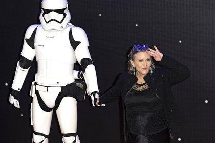 СМИ сообщили о критическом состоянии актрисы Кэрри Фишер