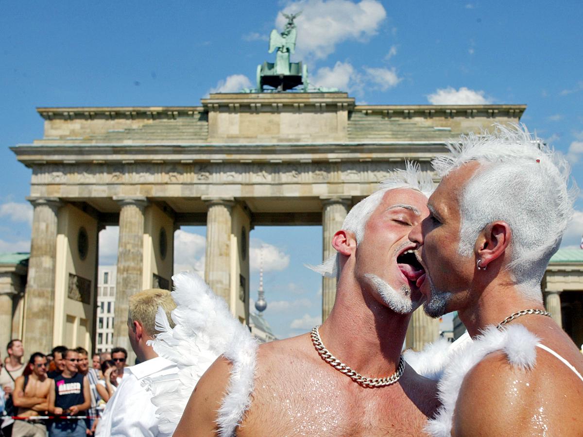 1.Гомосексуалисты и власть.  2.Как борются с гомосексуалистами. 3.Гомосексуалисты и религия.