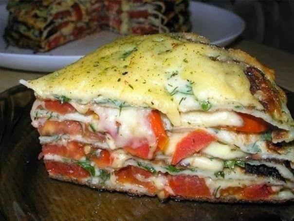 Оригинальный блинный пирог с сыром и помидорами. До того вкусно!