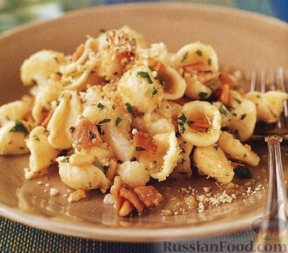 Орекьетте с цветной капустой, беконом и сыром пекорино