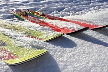 Впервые вставший на лыжи спортсмен из Венесуэлы повеселил зрителей (ВИДЕО)
