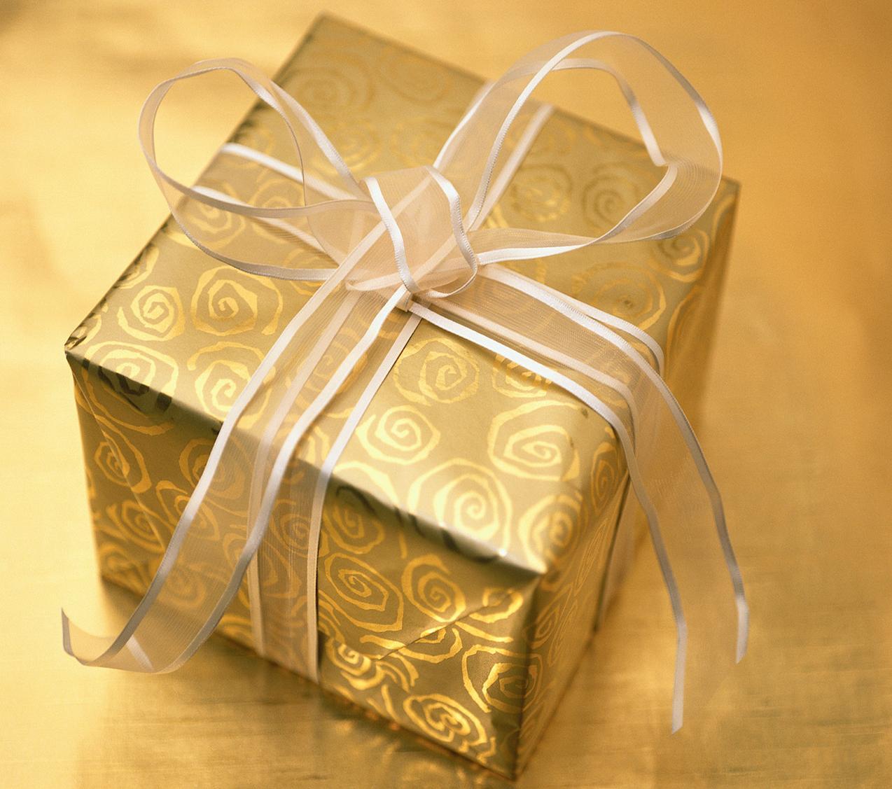 Как упаковать свадебный подарок