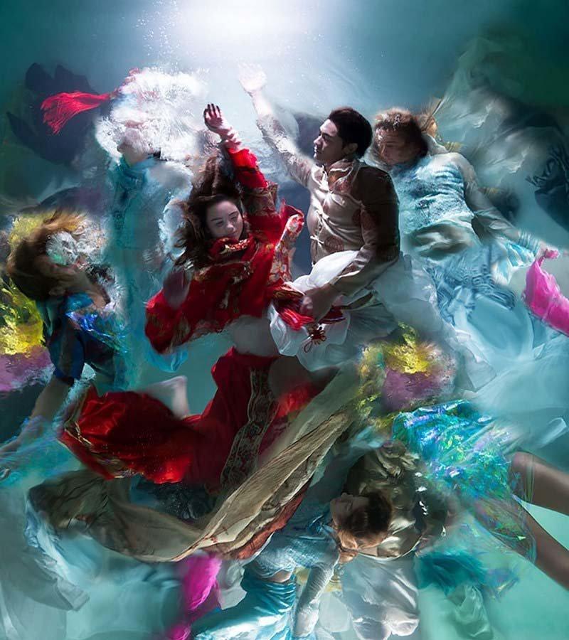 Кристи Ли Роджерс и его фотографии похожи на драматические картины в стиле барокко