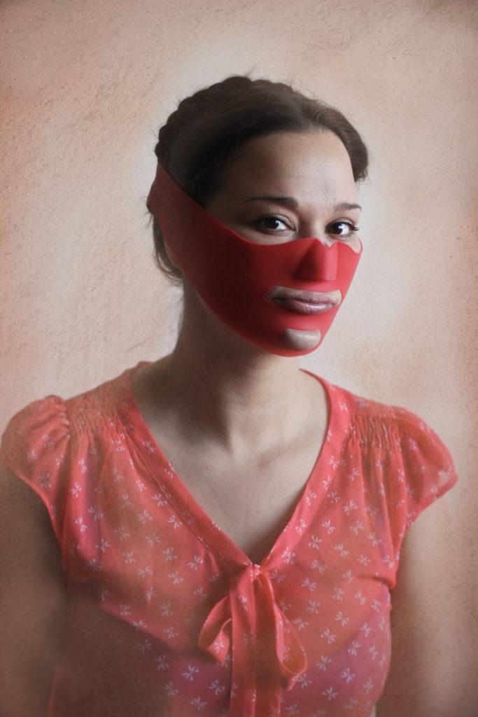 18 тревожных фотографий, демонстрирующих, на что идут женщины, чтобы выглядеть «красивыми»