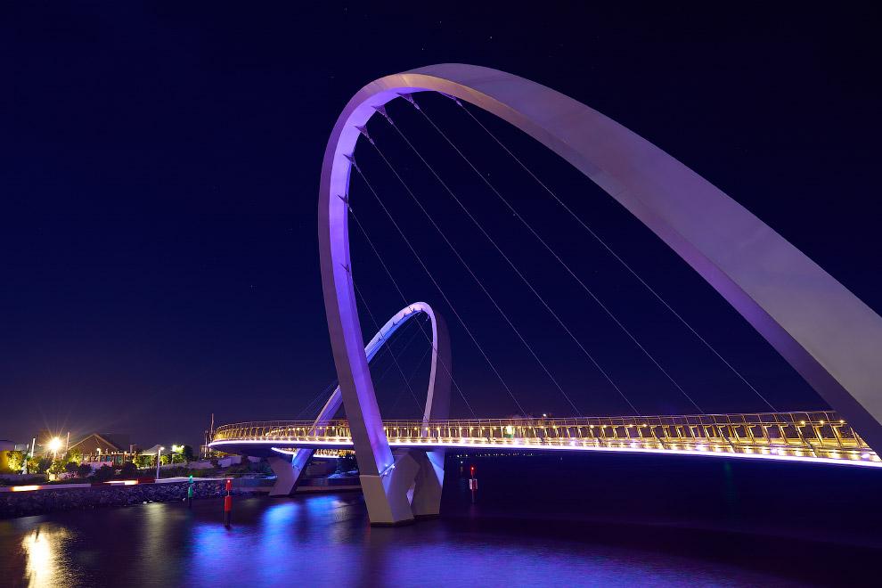 Пешеходный мост Elizabeth Quay