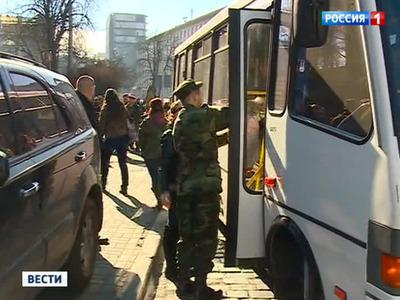 """""""Грифон"""" осадил автобусы """"Правого сектора"""" в Кировограде"""