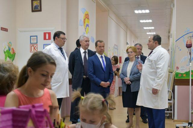 Медведев и Собянин посетили Морозовскую детскую больницу