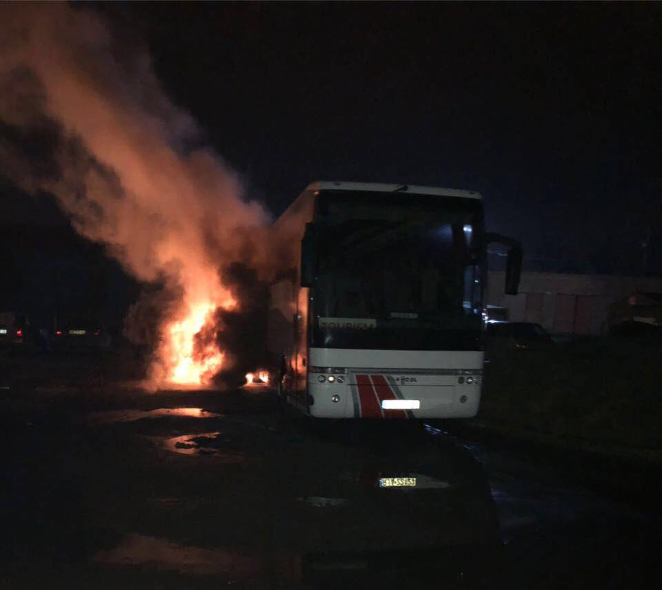 Пол Львовом сожгли автобус из Польши